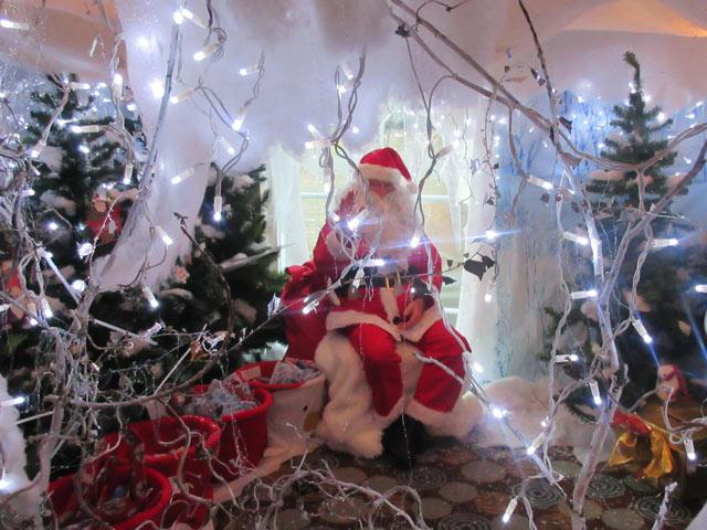 FESt-Santas-Grotto